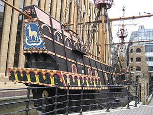 300px-Francis-drake-galleon-southwark-london-uk