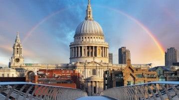 La cattedrale di Saint Paul a Londra fotografata dal Millennium bridge